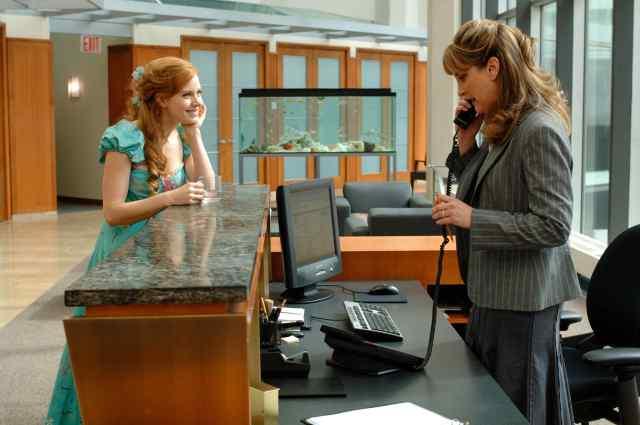 Jodi Benson play the secretary.