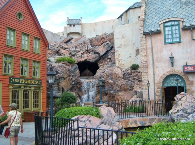 Peek-at-Maelstrom-Norway-Epcot